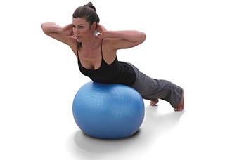 Упражнения для спины на фитболе